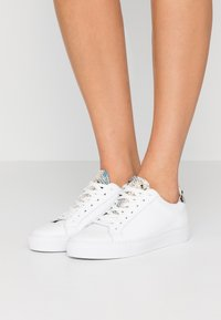 GARMENT PROJECT - TYPE - Trainers - white - 0
