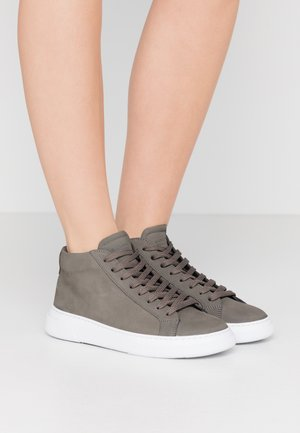 EXCLUSIVE TYPE MID - Höga sneakers - earth