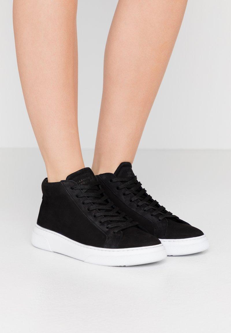 GARMENT PROJECT - EXCLUSIVE TYPE MID - Höga sneakers - black