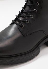 GARMENT PROJECT - MILI LACE BOOT - Botines con cordones - black - 5