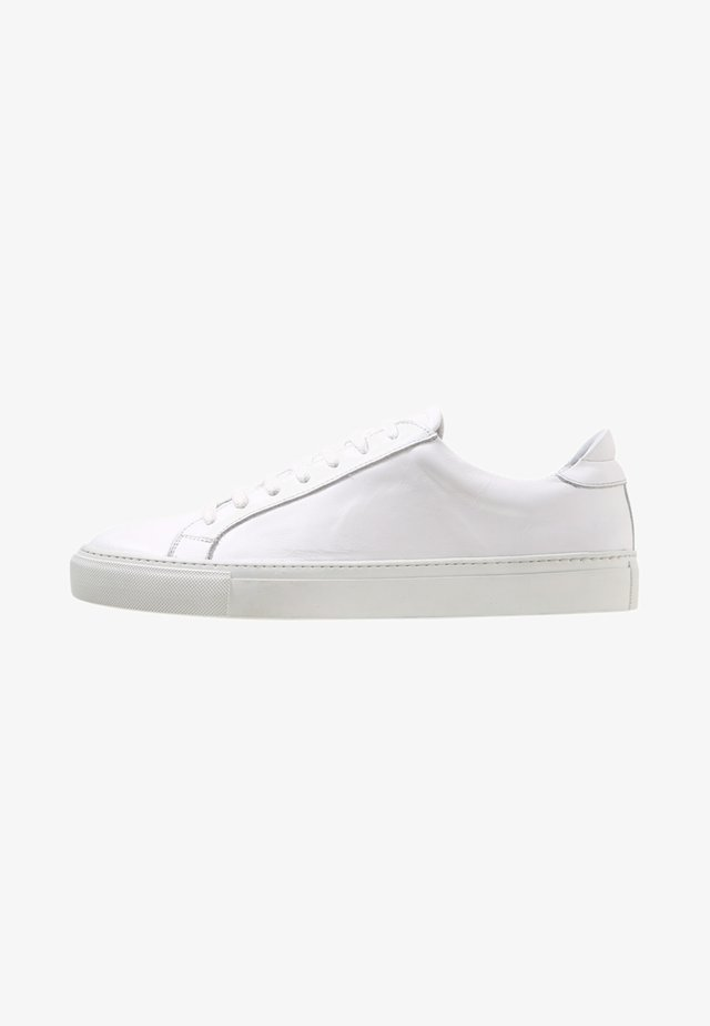 TYPE - Trainers - white