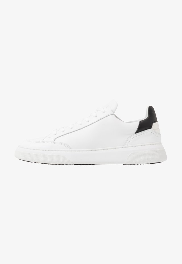 OFF COURT - Matalavartiset tennarit - white/black