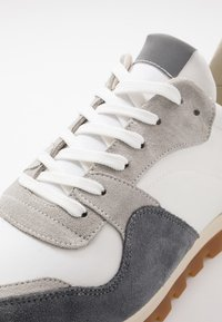 GARMENT PROJECT - 80' VINTAGE RUNNER - Trainers - brain/white - 5