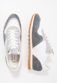 GARMENT PROJECT - 80' VINTAGE RUNNER - Trainers - brain/white - 1