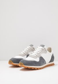GARMENT PROJECT - 80' VINTAGE RUNNER - Trainers - brain/white - 2