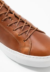 GARMENT PROJECT - TYPE - Trainers - cognac - 5