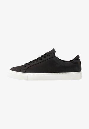 TYPE VEGAN - Sneakers - black