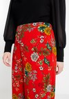 Gabrielle by Molly Bracken - FLORAL PRINT WIDE LEG TROUSER - Tygbyxor - red