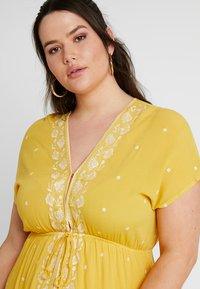 Gabrielle by Molly Bracken - EMBROIDERED CHANNEL WAIST DRESS - Korte jurk - saffron yellow - 3