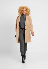 GAP Petite - SKINNY TEXTURE - Pantalon classique - grey heather/white - 1
