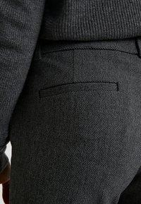 GAP Petite - SKINNY TEXTURE - Pantalon classique - grey heather/white - 5