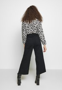 GAP Petite - WIDE LEG SOLID - Trousers - true black - 2