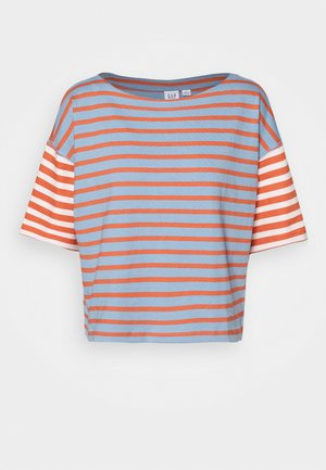 MARINER TEE - Print T-shirt - cherry/navy