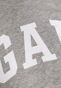GAP Petite - TEE - Camiseta estampada - grey heather - 2