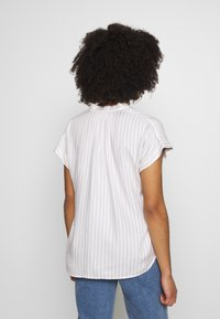 GAP Petite - ROLL CUFF V NECK TOP - Bluser - white - 2