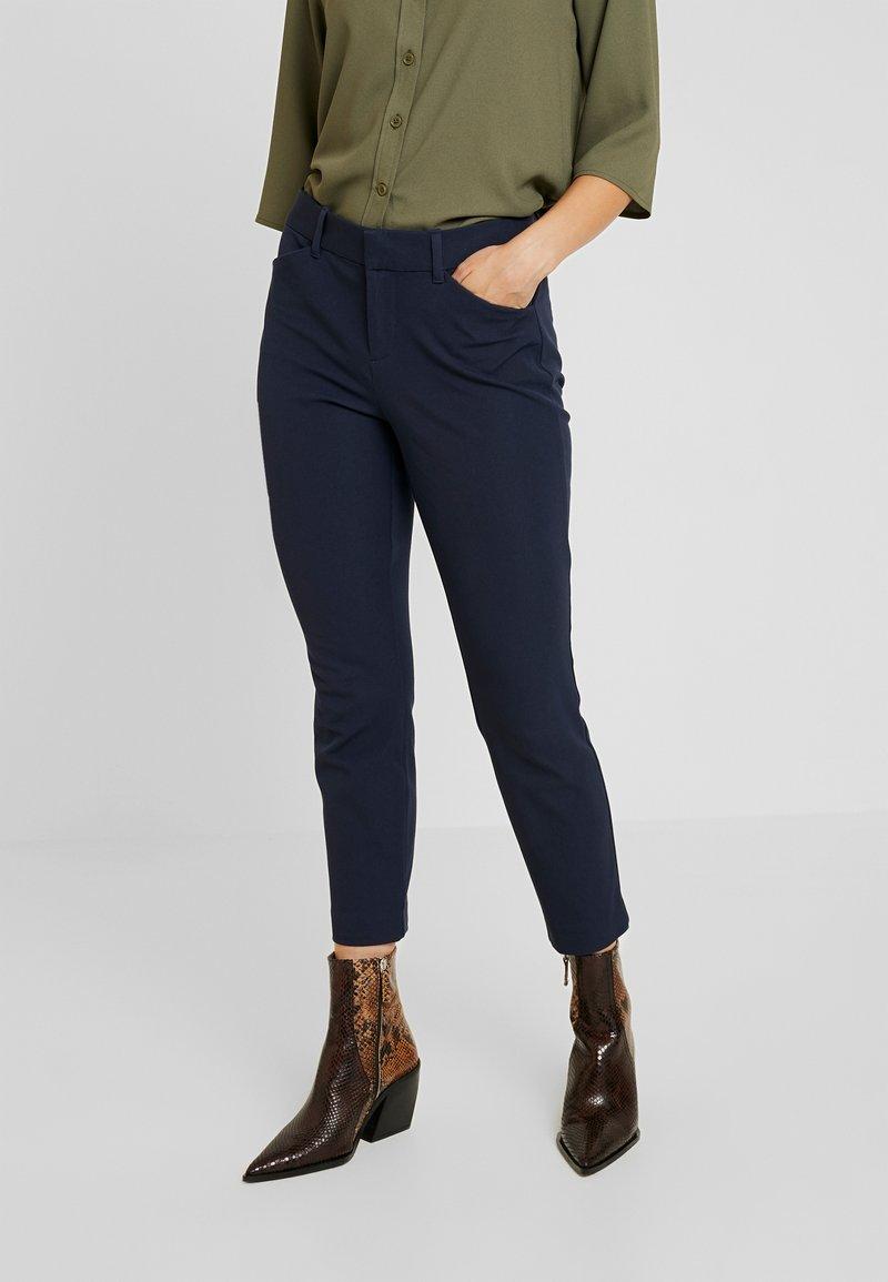 GAP Petite - ANKLE BISTRETCH - Pantalon classique - true indigo