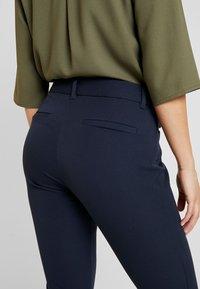 GAP Petite - ANKLE BISTRETCH - Pantalon classique - true indigo - 6