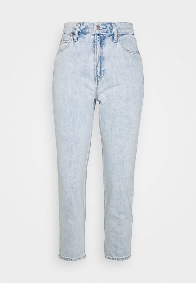 MOM JEAN CASPIAN - Relaxed fit jeans - light indigo