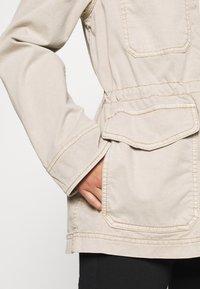 GAP Petite - UTILITY - Lett jakke - beige - 5