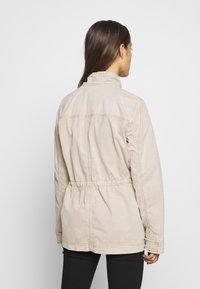 GAP Petite - UTILITY - Lett jakke - beige - 2