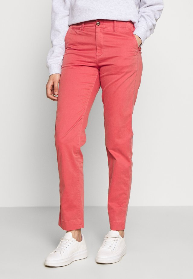 Chinos - earthenware red