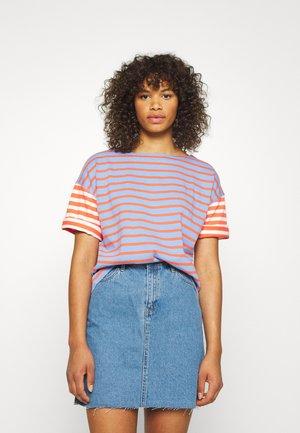 MARINER TEE - T-shirt print - cherry/navy