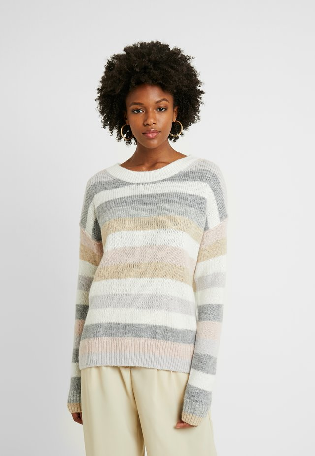RELAXED CREW STRIPE - Strickpullover - neutral