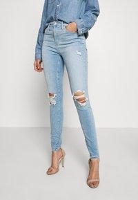 Gap Tall - SKIMMER POM DEST - Straight leg jeans - light indigo destroy - 0