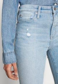 Gap Tall - SKIMMER POM DEST - Straight leg jeans - light indigo destroy - 5