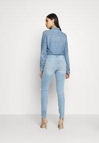 Gap Tall - SKIMMER POM DEST - Straight leg jeans - light indigo destroy - 2