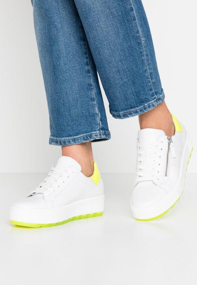 Sneakers laag - weiß/neongelb