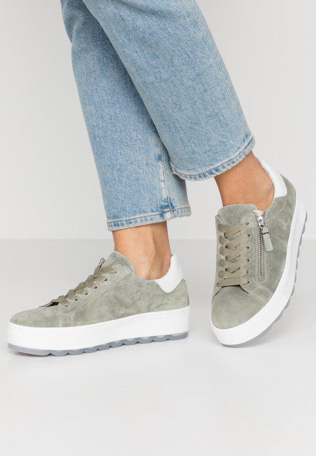 Sneakers laag - pino/weiß