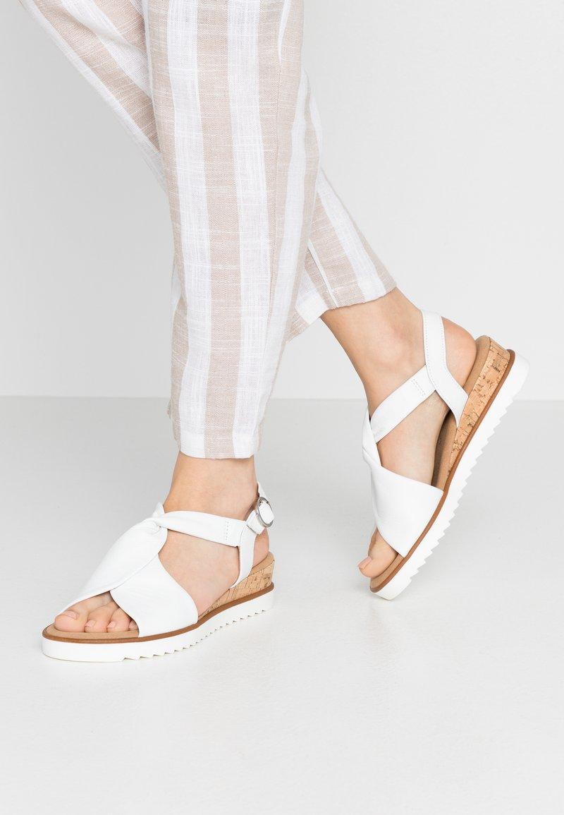Gabor Comfort - Sandalen met sleehak - weiß