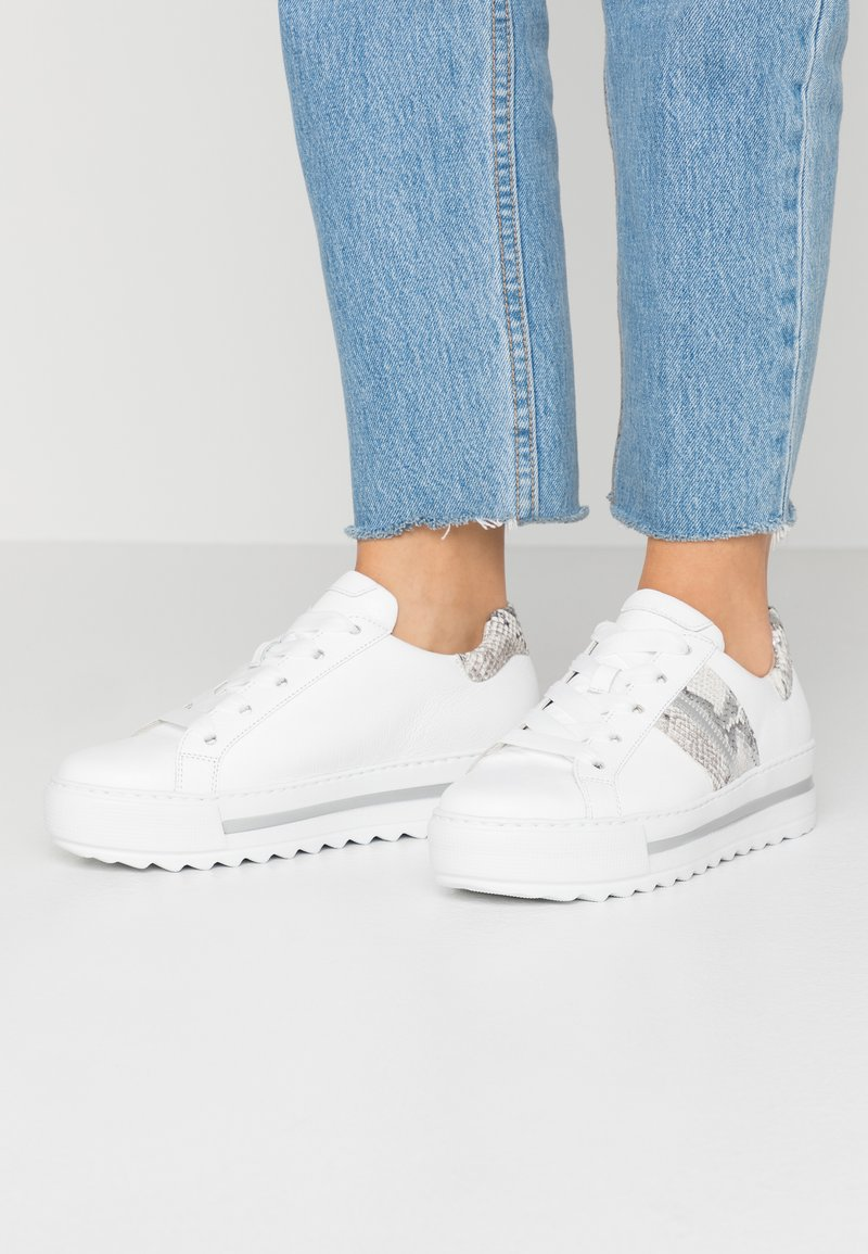 Gabor Comfort - Sneakers laag - weiß/natur