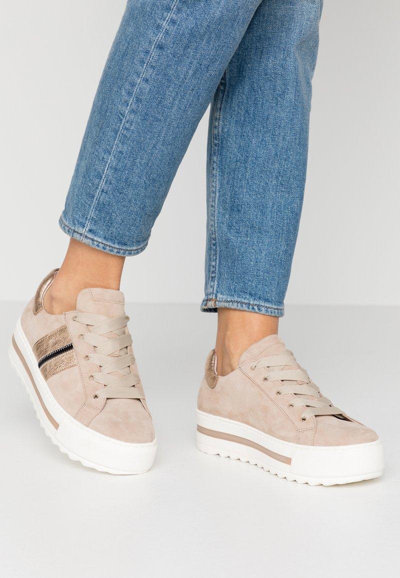 Gabor Comfort - Sneakers - dessert/schwarz