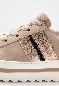 Gabor Comfort - Sneakers - dessert/schwarz - 2