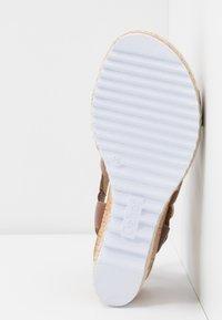 Gabor Comfort - Sandalen met plateauzool - peanut - 6