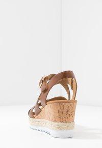 Gabor Comfort - Sandalen met plateauzool - peanut - 5