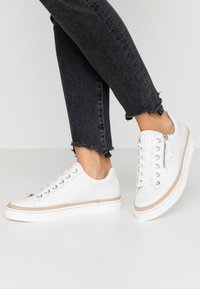 Gabor Comfort - Sneakers laag - weiß - 0