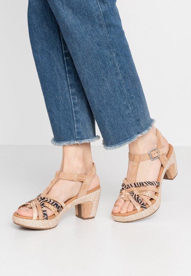 Sandalen met plateauzool - caramel/desert