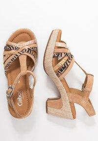 Gabor Comfort - Sandalen met plateauzool - caramel/desert - 3
