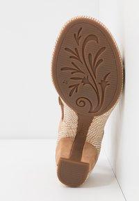 Gabor Comfort - Sandalen met plateauzool - caramel/desert - 6