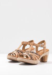 Gabor Comfort - Sandalen met plateauzool - caramel/desert - 4