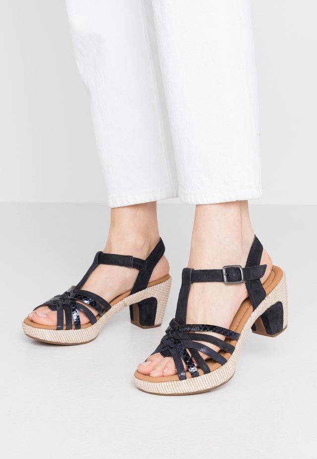 Sandály na platformě - pazifik