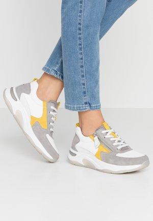 ROLLING SOFT - Sneakers laag - weiß/grau