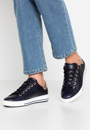 Sneakers laag - midnight/rame