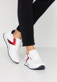 Gabor Comfort - Sneakers - weiß/pazifik/rosso - 0
