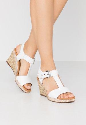 Sandały na platformie - weiß