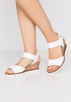 Sandalias de cuña - weiß