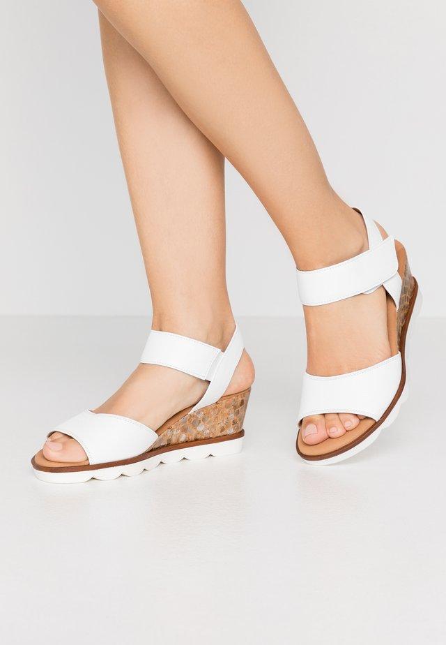 Sandalen met sleehak - weiß